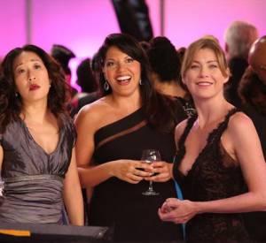 """Ellen Pompeo, Sandra Oh et Sara Ramirez dans la 10ème saison de """"Grey's Anatomy""""."""