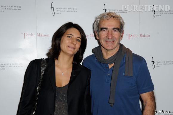 Estelle Denis, la compagne de Raymond Domenech ne manque pas de répartie sur Twitter.