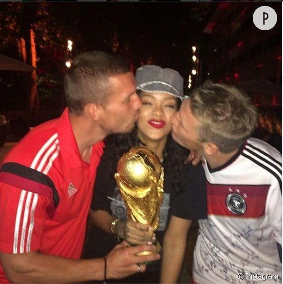 Rihanna, bien entourée pendant le Coupe du Monde pour supporter l'Allemagne !