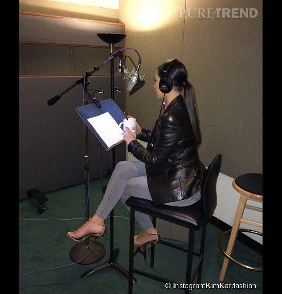 Kim Kardashian a beaucoup travaillé sur sa super application, ici elle enregistre sa voix en studio.