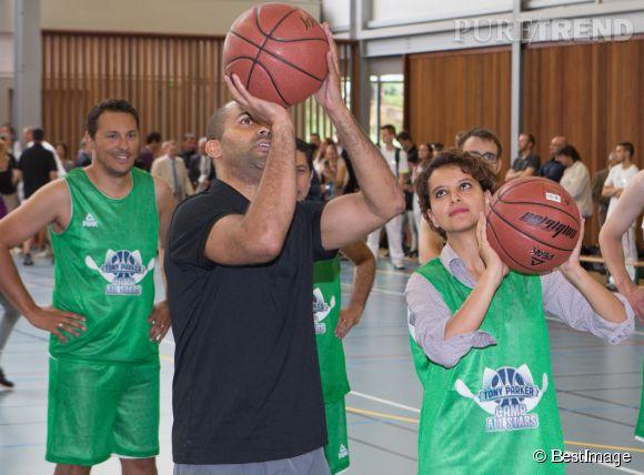 Lundi 21 juillet 2014, Tony Parker a appris à la ministre des sports Najat Vallaud-Belkacem à jouer au basket.