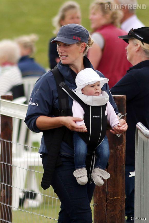 Zara Philipps, sa fille Mia et son mari Mike étaient invités à l'anniversaire du Prince George ce 22 juillet 2014 à Kensington Palace.