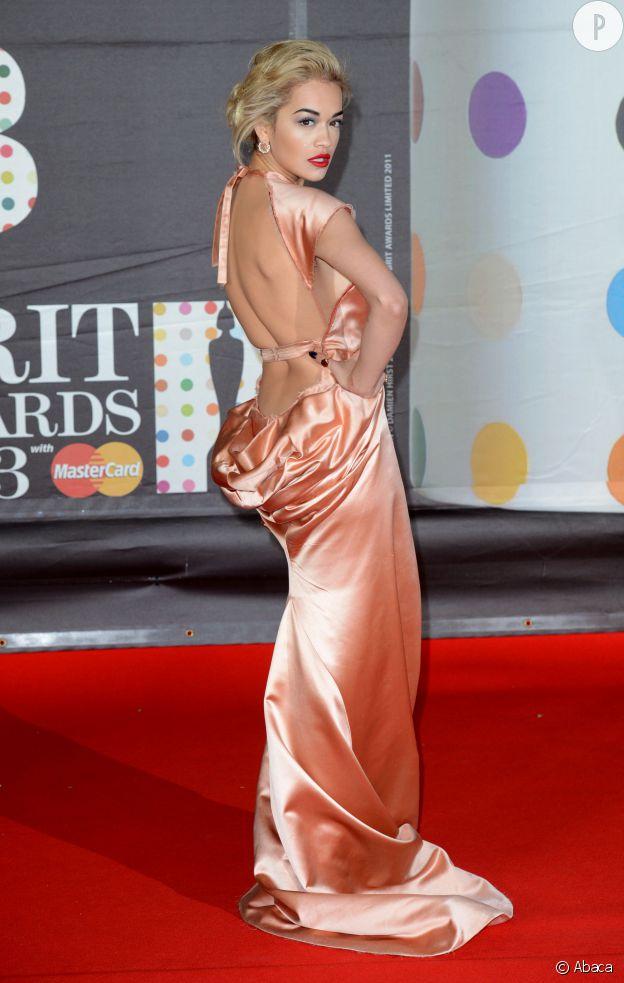 Rita Ora a beau être une nouvelle sur tapis rouge, elle en connait déjà toutes les ficelles.