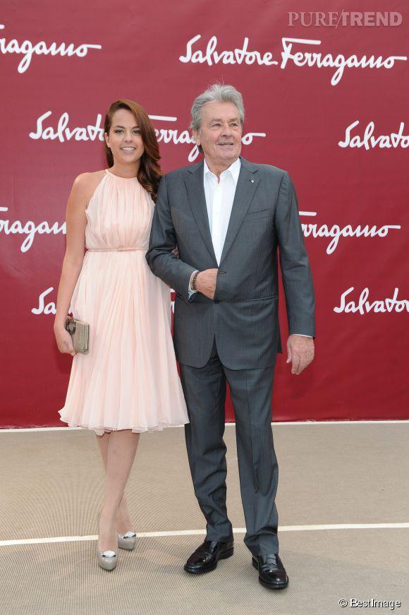 "Alain Delon hospitalisé, sa fille Anouchka rassure les fans : ""Il va bien""."