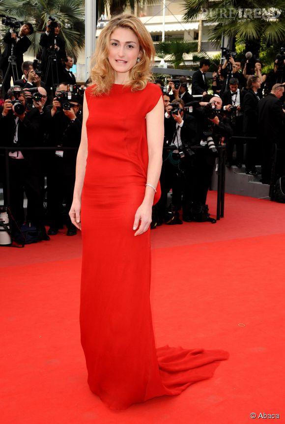 Julie Gayet, une jolie blonde qui ose le rouge...