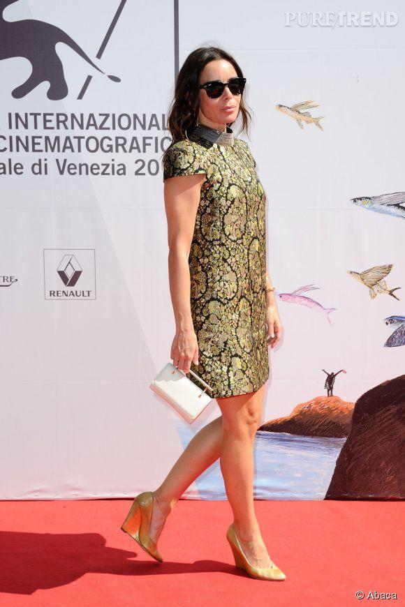Elodie Bouchez et sa mini robe dorée à Venise.