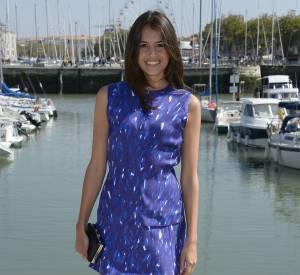 Louise Monot prend la pose lors du onzième Festival de la fiction de la Rochelle.