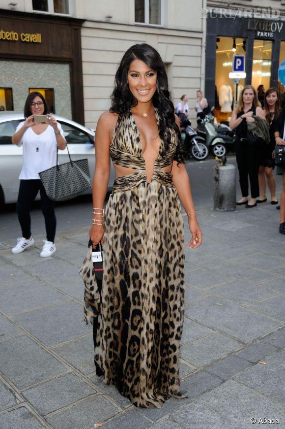 Ayem Nour fait des siennes à la Fashion Night Out de Vogue à Paris le 16 septembre 2014.
