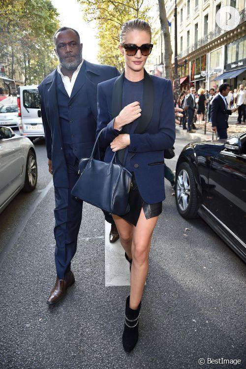 Rosie Huntington-Whiteley, le look zéro faute de la Fashion Week parisienne Printemps-Eté 2015.