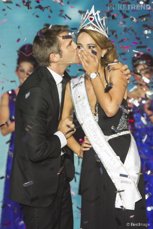 Séduit, le prince Emmanuel-Philibert de Savoie a offert un baiser à la nouvelle reine de beauté !