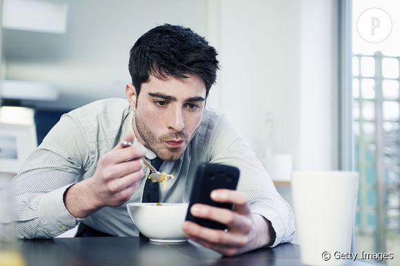 1 homme sur 5 préfere avoir le dernier téléphone portable plutôt qu'une petite copine... Les nazes.