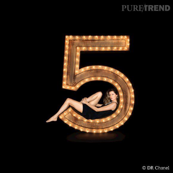 Un top model incontournable pour incarner l'image d'un parfum culte... Quoi de plus logique ? Gisele Bündchen devient l'égérie du Chanel N°5.