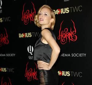 Heather Graham : une robe qui en dévoile beaucoup trop