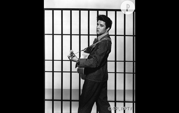 "Elvis Presley incarne le ""bad boy"" Vince Everett dans ""Jailhouse rock""."