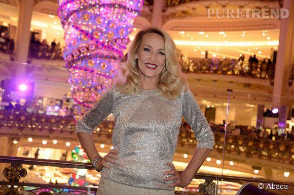 Jerry Hall donne le coup d'envoi des illuminations des vitrines de Noël des Galeries Lafayette à Paris le 5 novembre 2014.