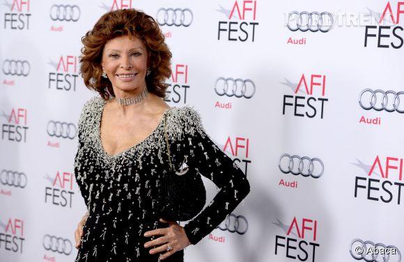 Sophia Loren toujours aussi pimpante à 80 ans.