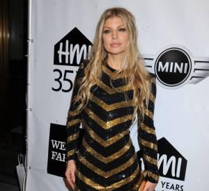 Fergie en robe glitter lors de la soirée des Emery Awards 2014.
