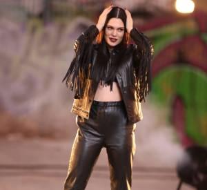 """Jessie J, une tenue audacieuse et un sex-appeal au top pour """"Masterpiece""""."""