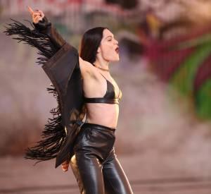 Jessie J, la mini-brassière en cuir qui réchauffe Los Angeles.