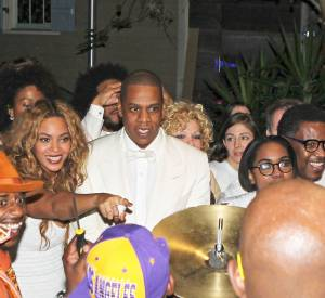 Si sa soeur Beyoncé était bien évidemment présente au mariage de Solange Knowles et d'Alan Ferguson ce samedi 15 novembre 2014, la présence de Jay-Z montre que la hache de guerre entre le beau-frère et la belle-soeur est enterrée.