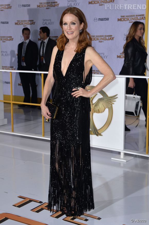 """Julianne Moore en Tom Ford à l'avant-première de """"Hunger Games, la révolte Partie 1""""."""