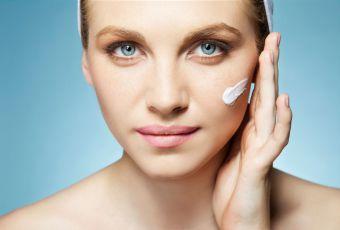 Mi-soin, mi-maquillage : ces produits beauté qui changent la vie