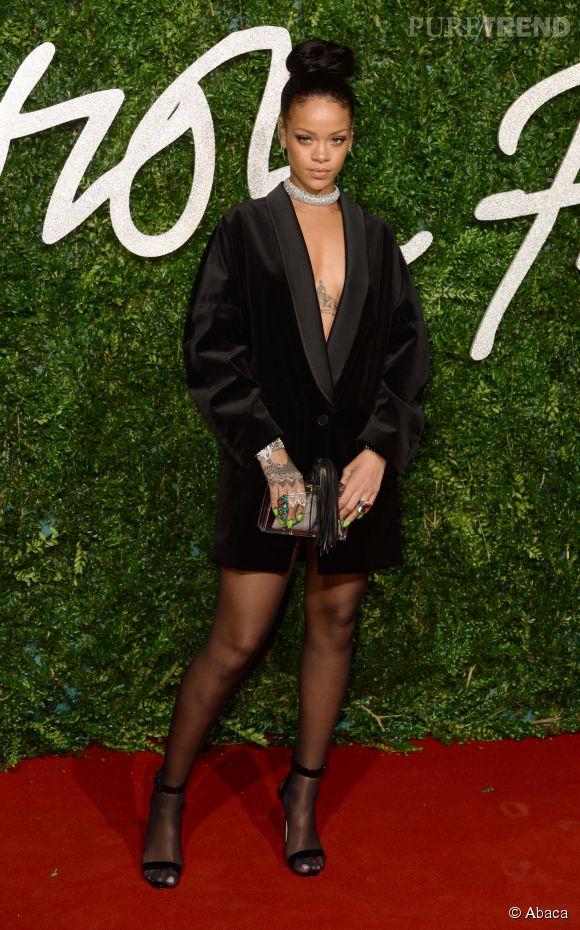 Rihanna, ultra sexy en blazer Stella McCartney aux British Fashion Awards 2014 à Londres le 1er décembre 2014.