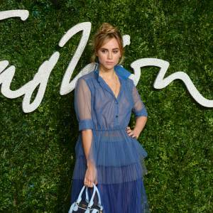 Suki Waterhouse craque pour Burberry aux British Fashion Awards 2014 à Londres le 1 décembre 2014.