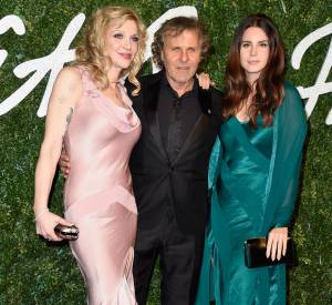 Courtney Love et Lana Del Rey aux côtés de Renzo Rosso aux British Fashion Awards 2014 à Londres le 1er décembre 2014.
