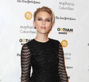 Scarlett Johansson : jeune maman et punkette sexy chic sur tapis rouge