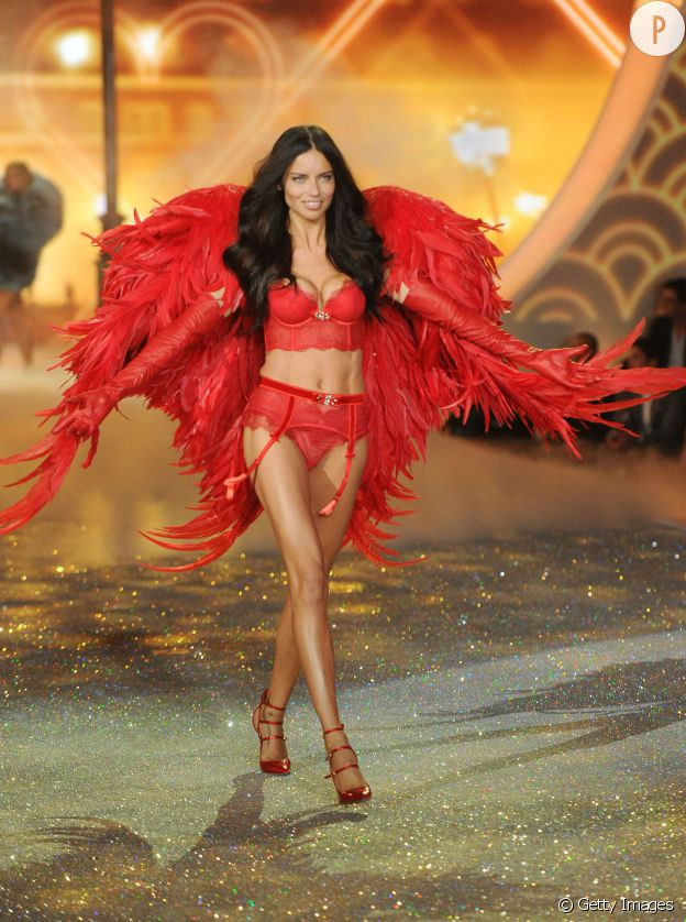 Présente dans le top 10 des femmes les plus belles du monde établi par FHM, Adriana Lima est devenue au fil des ans la véritable star du défilé Victoria's Secret.