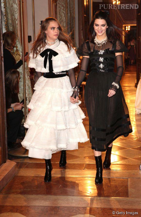 Cara Delevingne et sa nouvelle BFF Kendall Jenner au défilé des Métiers d'art de Chanel, Paris-Salzburg 2014/2015.