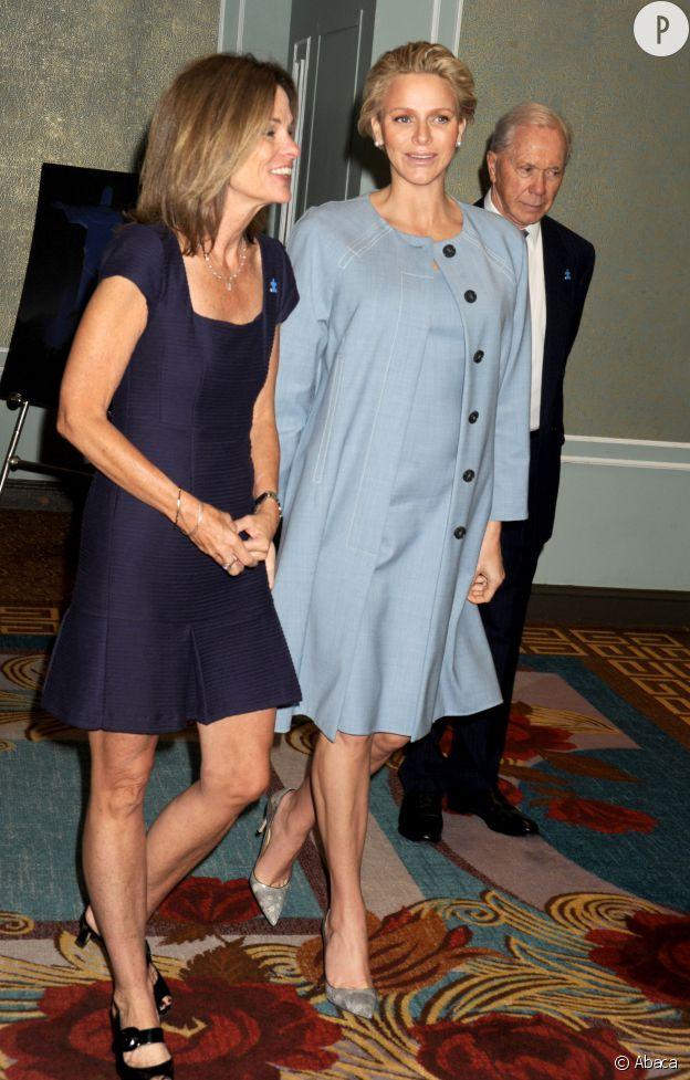 La princesse Charlène de Monaco affiche enfin quelques rondeurs de future maman.