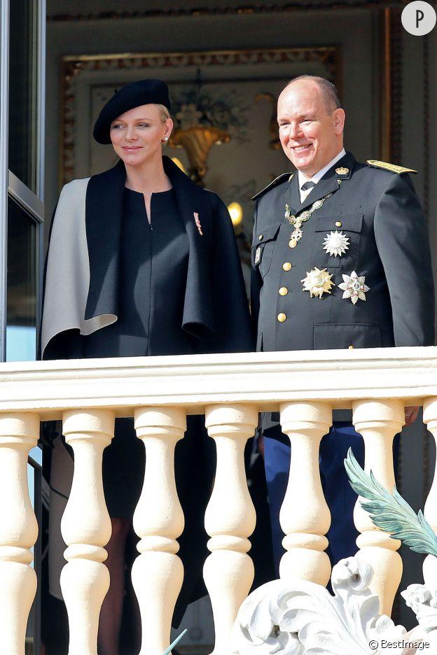 Charlene de Monaco et le prince Albert II, au balcon du palais princier ce mercredi 19 novembre 2014.