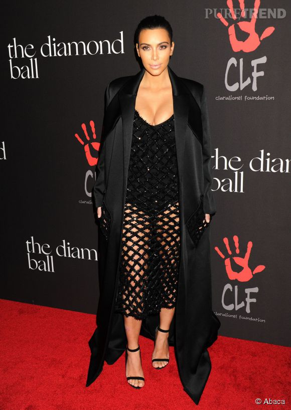 Kim Kardashian à moitié nue sur le tapis rouge dans une robe façon filet de pêche et décolleté plongeant au First Annual Diamond Ball, à Los Angeles, le 11 décembre 2014.