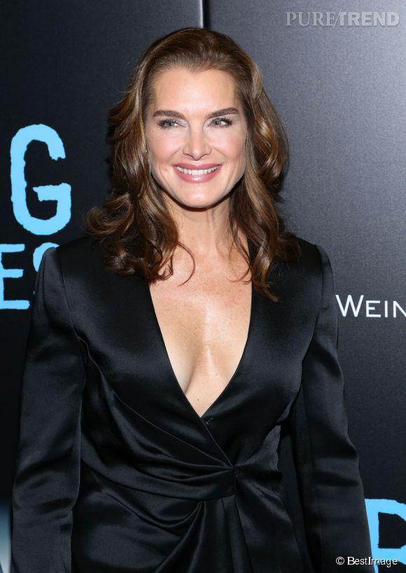 """Brooke Shields a fait sensation lors de la première du film """"Big Eyes"""" avec son décolleté XXL."""