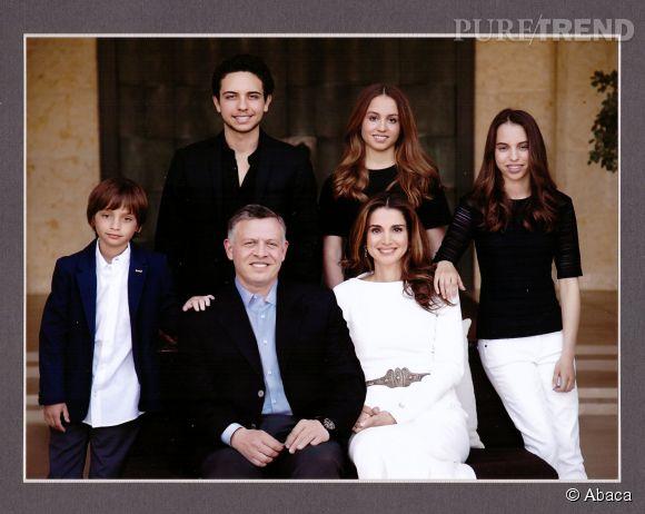 Le roi Abdullah II et sa femme Rania de Jordanie, entourés de leurs quatre enfants. De gauche à droite : Hashem, Hussein, Iman et Salma.