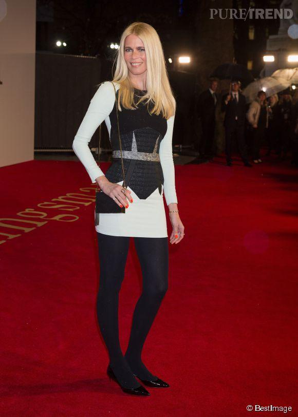Claudia Schiffer reste une bombe. A 44 ans, elle a toujours des jambes superbes .