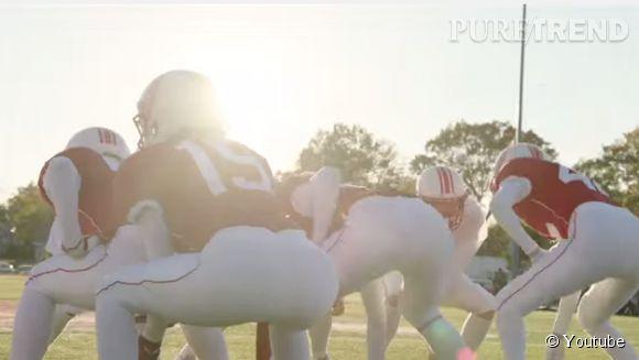 Même en tenue de football américain, les Anges de Victoria's secret, sont sexy. Même si on ne les reconnait pas tout de suite...