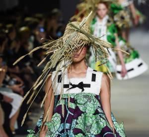 Sur le défilé Haute Couture Viktor & Rolf printemps-été 2015, les tissus ont des accents d'ailleurs.