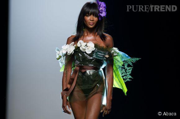 Naomi Campbell défile pour Jean Paul Gaultier Haute Couture Printemps-Été 2015.