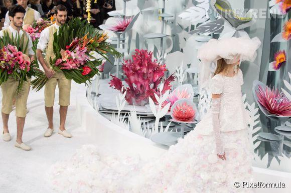 Les plus belles robes de mariée Printemps-Eté 2015 : Chanel ose la traîne champêtre.