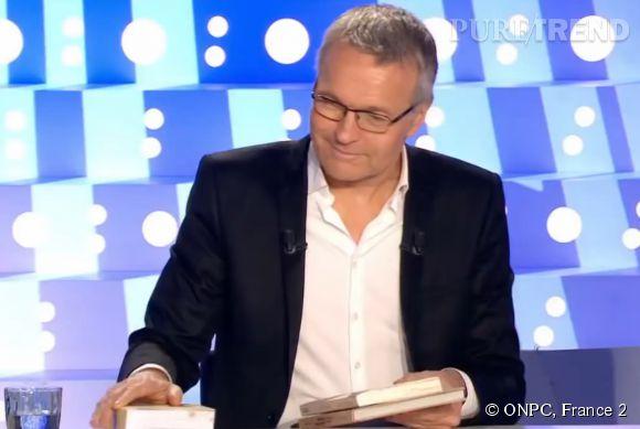 Alors que les jumeaux Bogdanoff tente de parler du Big Bang, Laurent Ruquier fait mine de ranger ses affaires.