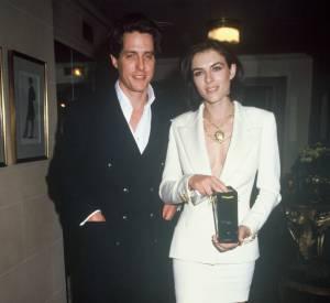 En 1994 : Elizabeth Hurley revisite le tailleur en Versace.