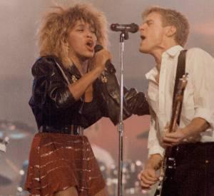En 1985 : Tina Turner dévoile ses jambes fuselées en mini. En 2015, elle continue d'aimer ses jupes courtes.