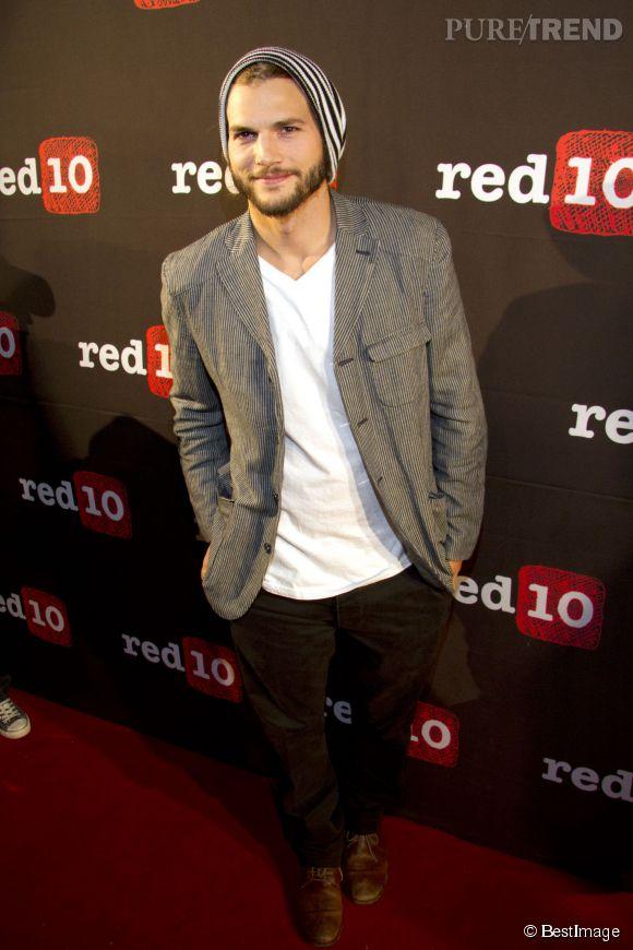 Ashton Kutcher dans toute sa splendeur  hipster à barbe et bonnet, il n\u0026