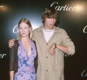 Ashton Kutcher a un look tout pourri mais une copine canon. Comme quoi, tout est une question d'attitude.