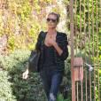 Heidi Klum sort du salon de beauté Andy Lecompte à Los Angeles.