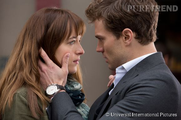 "Ana Steele (Dakota Johnson) et Christian Grey (Jamie Dornan) dans ""50 Nuances de Grey"", aujourd'hui en salle."