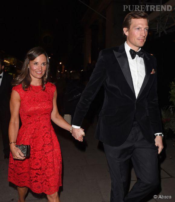 Pippa Middleton, radieuse en robe rouge pour une sortie en amooureux.